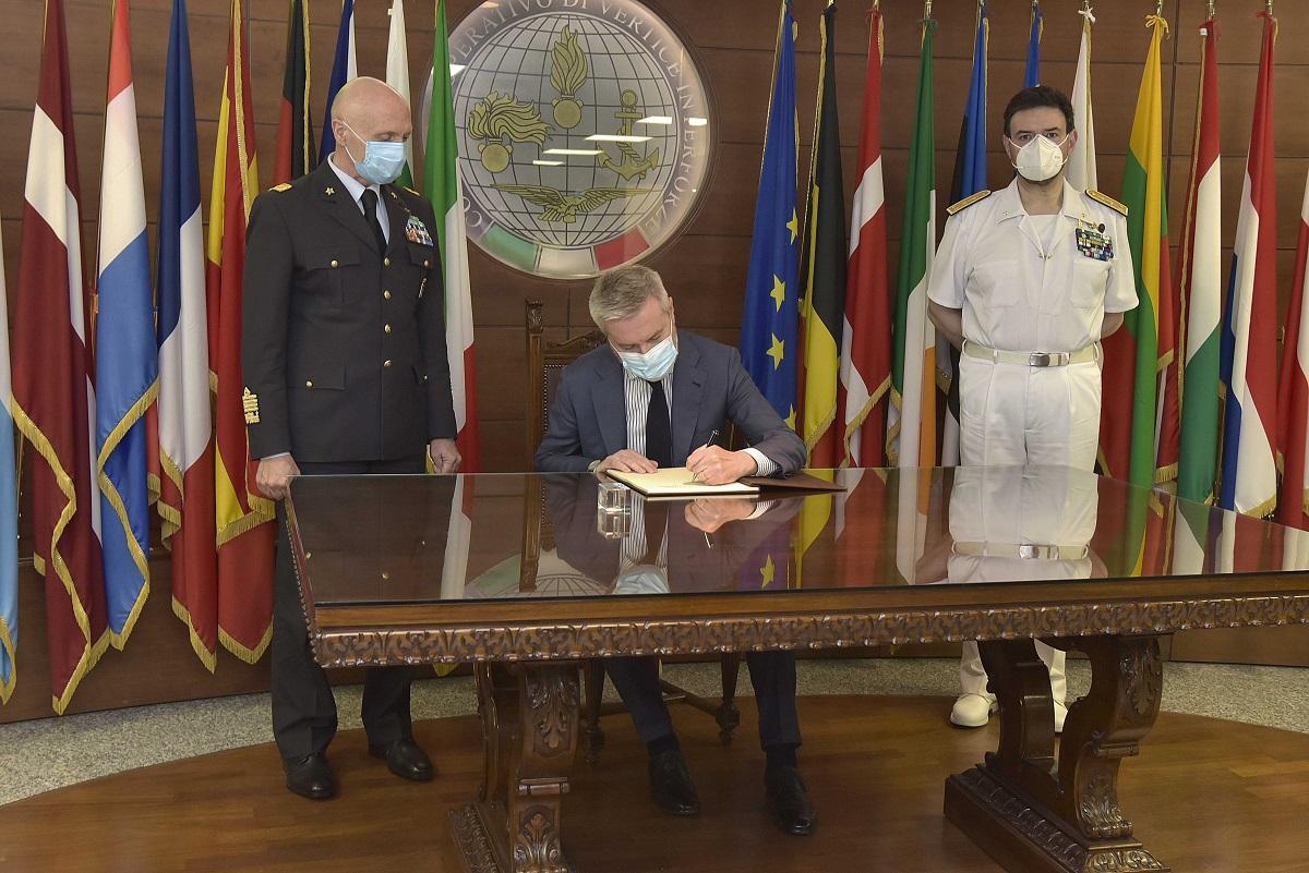 Italian Minister of Defence visits Operation Irini's headquarters